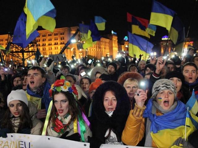 Глава КГГА разрешает активистам не покидать Майдан и Киевсовет