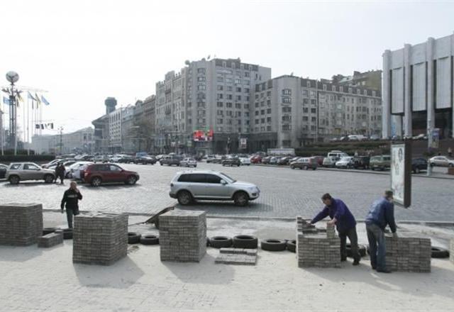 Центр Киева очищают от баррикад