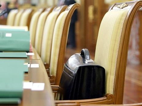 Сотрудники киевской мэрии станут парикмахерами и поварами