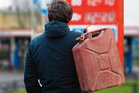 В Киеве бензин будут продавать только по паспорту