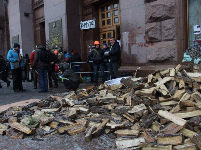 Глава КГГА рассказал, когда на Майдане уберут баррикады