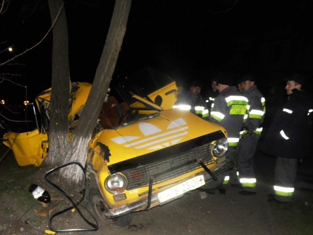 Ночью в Киеве в ДТП пострадали три человека