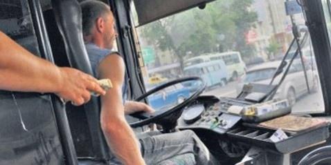 Киевские перевозчики уверены - водители маршруток всегда дают билеты