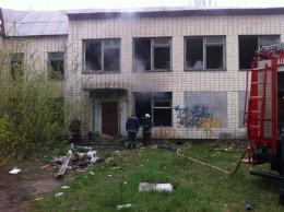 Во время пожара в запущенном здании погиб мужчина