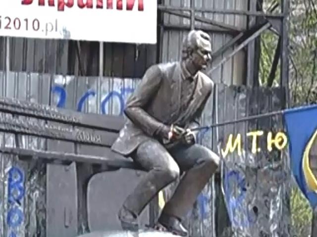 Отреставрировать памятник Лобановскому пока весьма сложно - эксперт