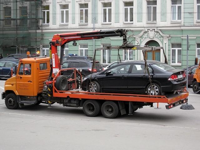 """На улицах Киева могут появиться """"умные светофоры"""" и снова эвакуаторы"""