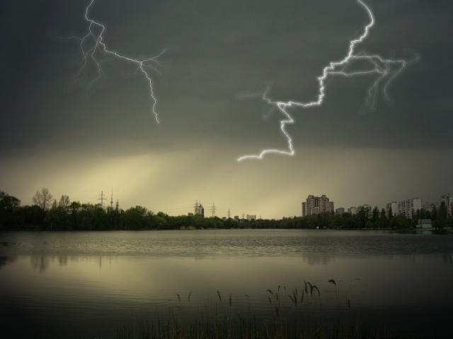 В Киев идут грозовые дожди
