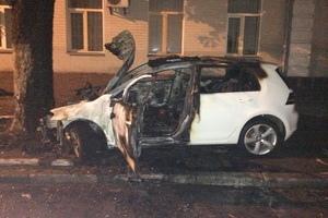 В центре Киеве в машине чуть не сгорел водитель