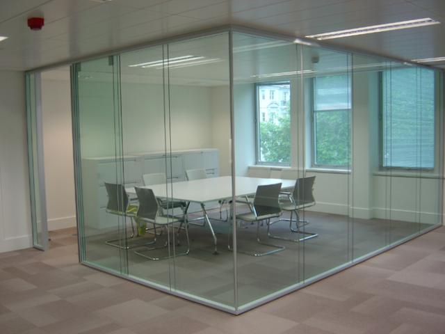 Перегородки из стекла: их преимущества и ассортимент