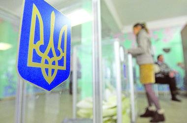 В Киеве неизвестные бьют кандидатов в депутаты и жгут их листовки