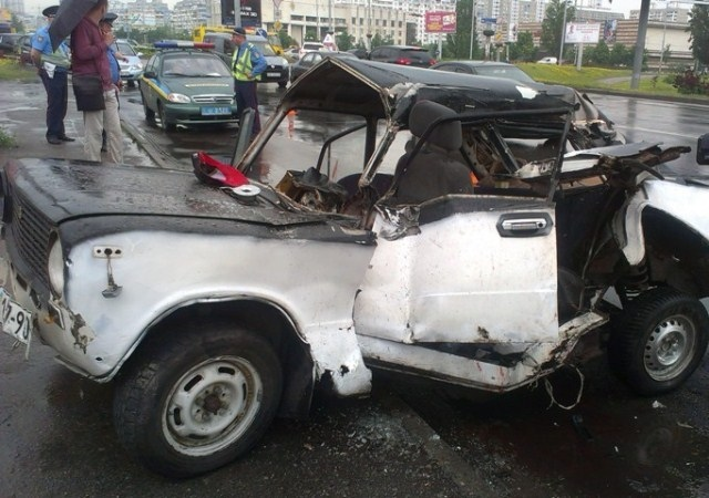 В ДТП на Троещине разбился 19-летний водитель с 4-мя детьми