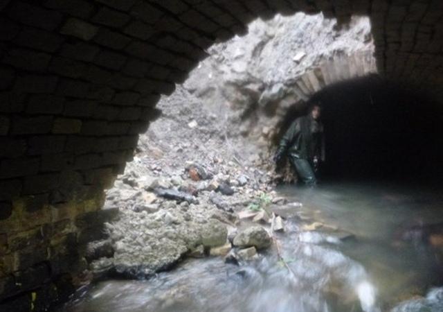 В столице обрушился коллектор подземной реки Сырец