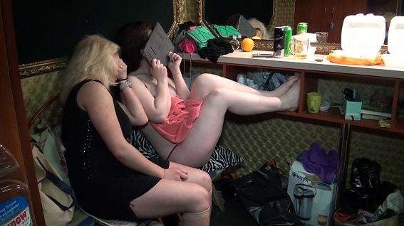 На Крещатике танцовщицы ночного клуба оказывали мужчинам интим-услуги