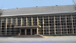 Спасатели сняли пьяную женщину с крыши Выставочного центра в Киеве