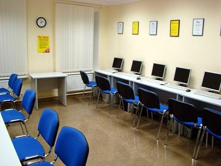 """Киевские школьники """"изучали"""" порнографию в компьютерных классах"""