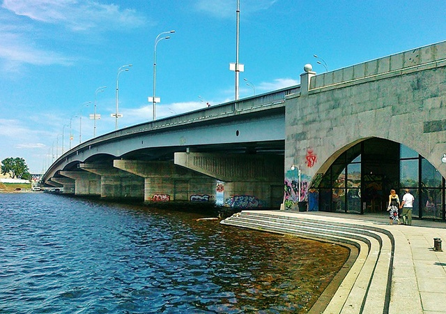 Власти отремонтируют Русановский метромост в Киеве