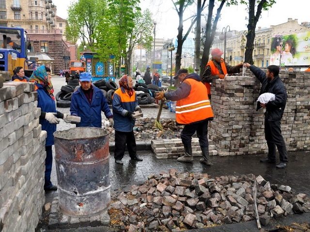 Чиновники уверены, что активисты не требуют денег за демонтаж баррикад на Майдане