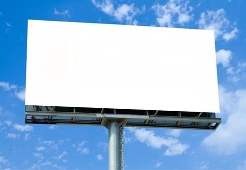 На Воздухофлотском проспекте в Киеве донецкие ребята разобрали рекламный щит