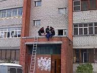 На Позняках погибла 89-летняя женщина, упав с 12-го этажа дома