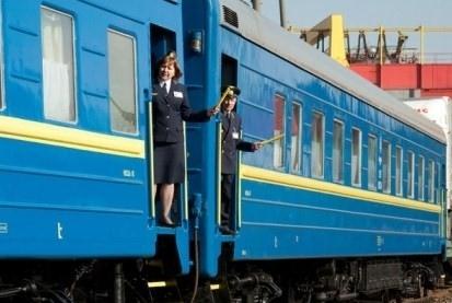 """""""Укрзализныця"""" начнет продавать билеты в Крым с 12 июня"""