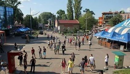 День траура в Киеве, а Гидропарк веселился