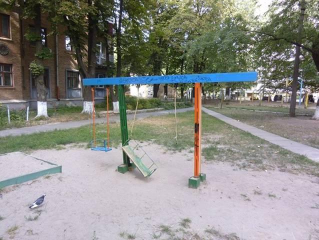 Суд Киева наказал коммунальщика, по вине которого пострадала маленькая девочка