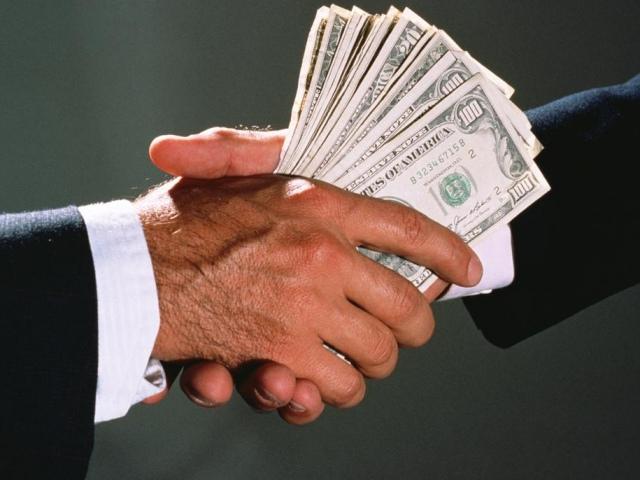 Работники прокуратуры отказались от взятки в размере $20 тыс.