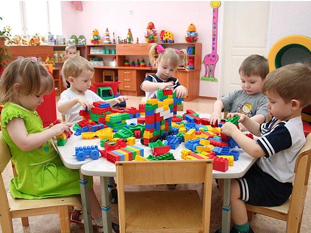 Чиновники обещают увеличить количество мест в детских садиках до 1050
