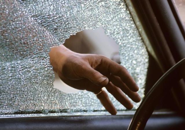 Милиция задержала молодых любовников, которые грабили машины