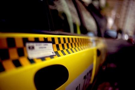 Киевляне стали защищать таксистов, чтобы ездить дешевле - Чиновник