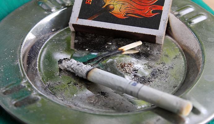 Трудный возраст: подросток ушел из дома из-за запрета курить