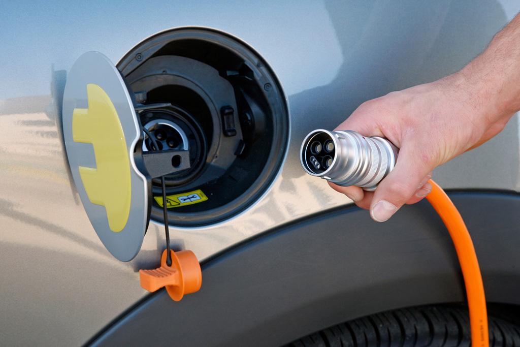 В Киеве открылась АЗС для электромобилей