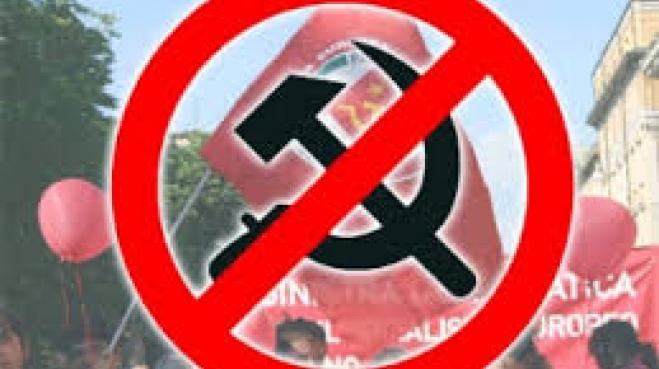В Киеве демонтируют коммунистические мемориальные доски