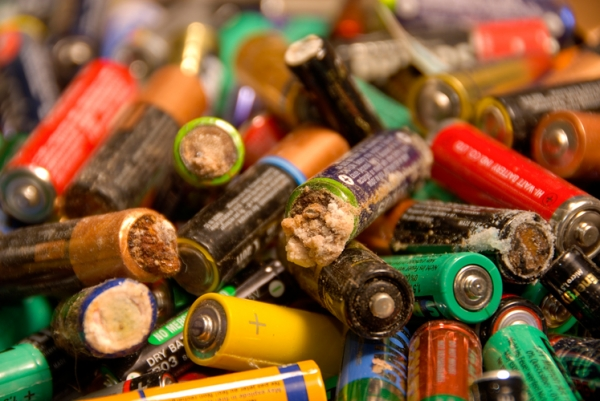 Чистый Киев: в школах и садиках поставят контейнеры для сбора батареек