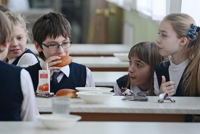 Власти отменили школьное бесплатное питание