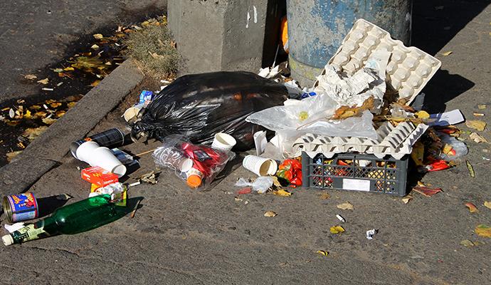 В Киеве могут ужесточить систему штрафов за мусор мимо урны