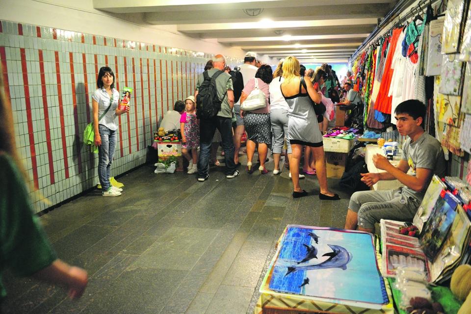 Власти могут полностью запретить торговлю в метро