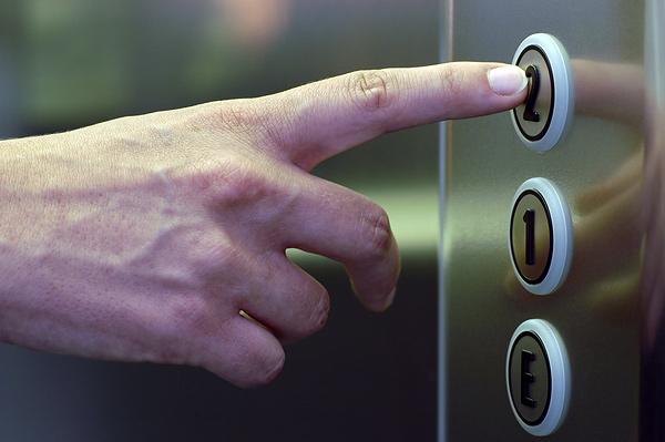 В жилых домах Киева заменят 120 лифтов