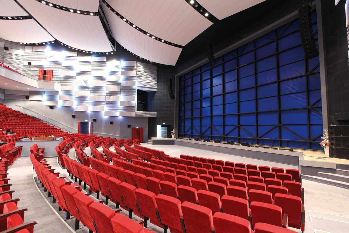 В Киеве появятся коммунальные киноконцертные комплексы