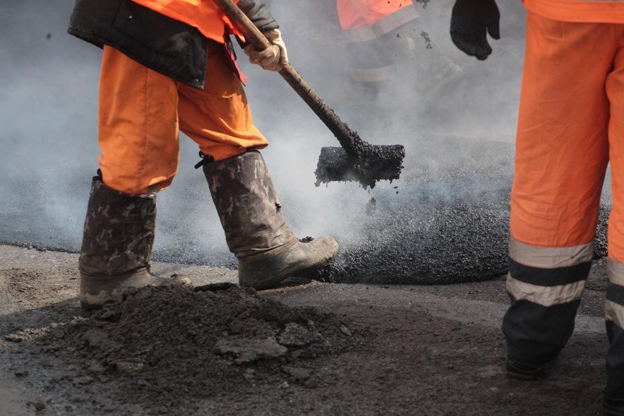 На выходных в Киеве отремонтировали более 5200 кв.м. дорог