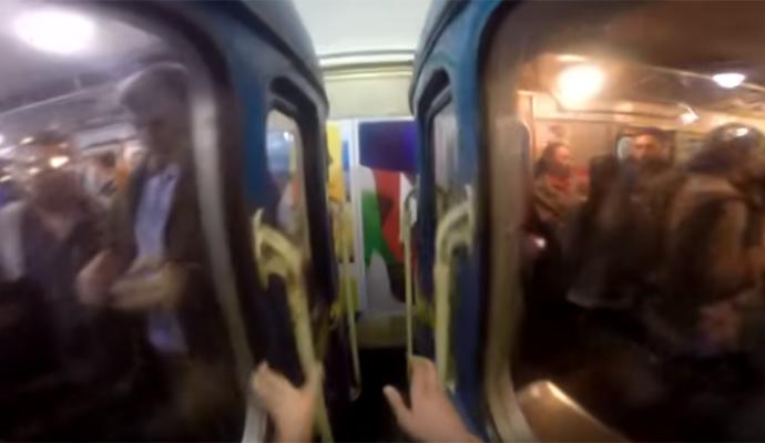 Пассажирам киевского метро плевать на зацепперов?