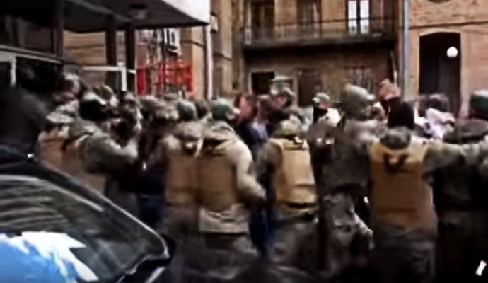 """Возле КГГА """"титушки"""" подрались с депутатами"""