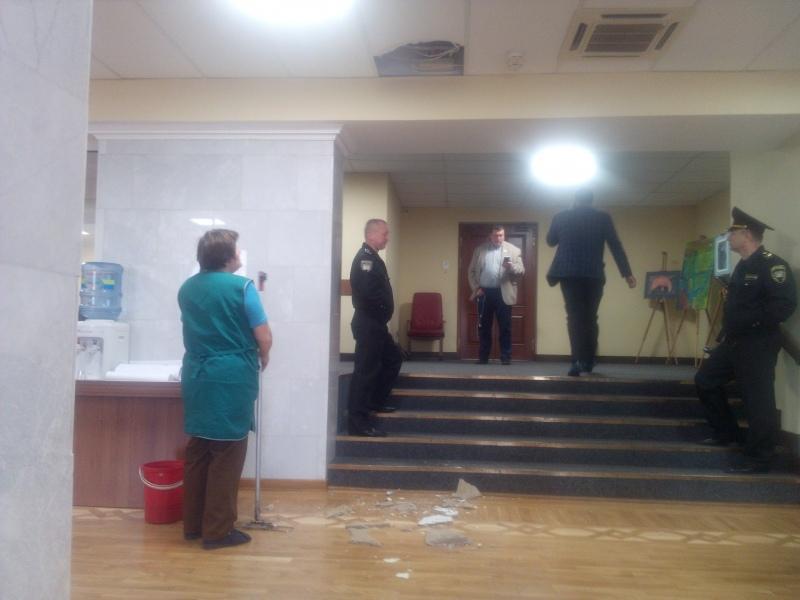 В Киевсовете обвалилась часть потолка