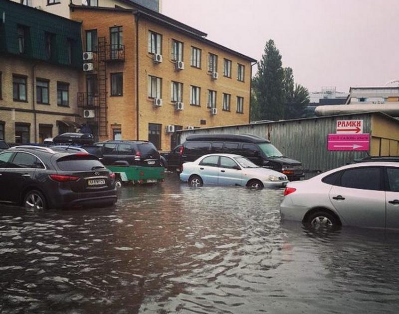 """В """"Киевавтодор"""" рассказали, какие улицы Киева могут """"поплыть"""""""