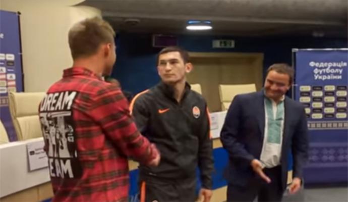Примирение: Ярмоленко пожал руку Тарасу Степаненко