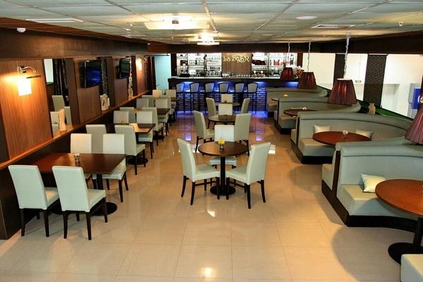 Почему для ресторанов не рекомендуется использовать обычную мебель?