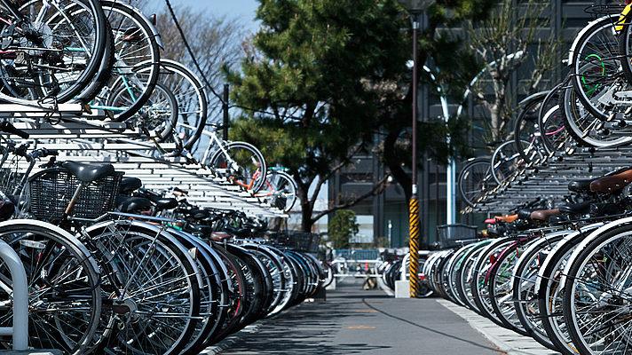 На левом берегу откроется третий перехватывающий велопаркинг