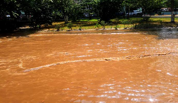 Прорыв водосети в Дарницком районе случился из-за изношенности труб
