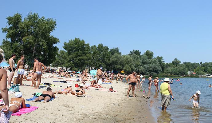 В Киеве запретили купаться на двух пляжах