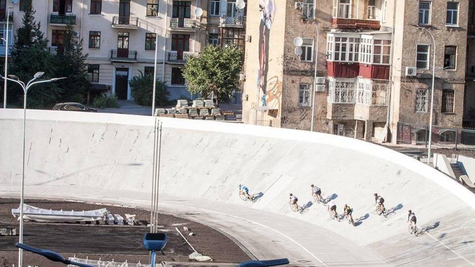 """Велосипедисты об обновленном треке: """"кривой, что почерк"""""""